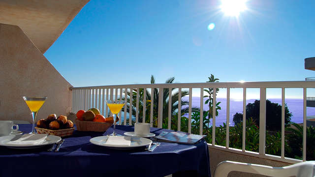 Descansa en la Costa Blanca: Escapada en apartamento delante del mar con el desayuno incluido
