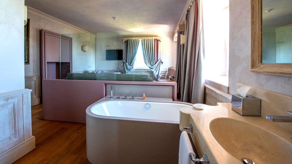 Villa Lattanzi - Edit_Bathroom2.jpg