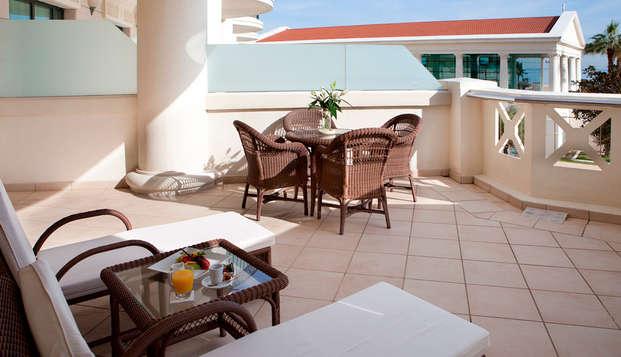 Hotel Las Arenas Balneario Resort - suite maremagnum terraza