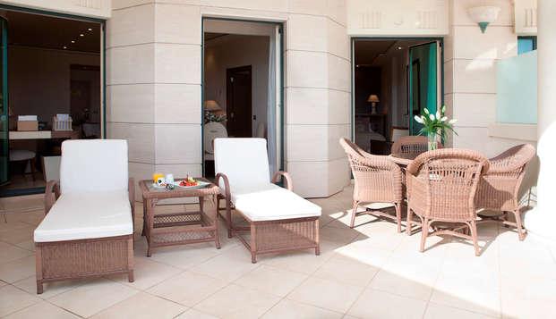 Hotel Las Arenas Balneario Resort - suite mare magnum terraza