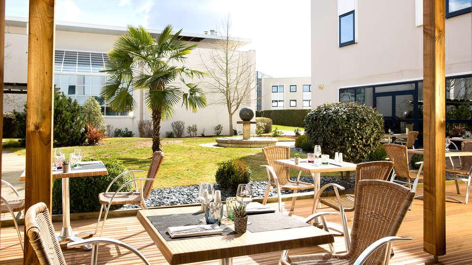 Oceania Rennes - Edit_terrace2.jpg