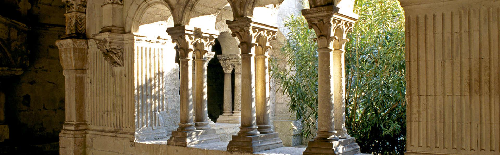 Découverte de l'Abbaye de Montmajour et séjour de charme dans une ancienne chapelle