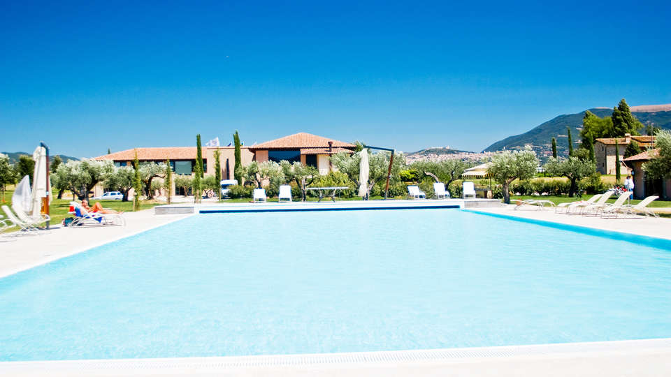 Valle di Assisi Country Apartments - EDIT_NEW_pool2.jpg