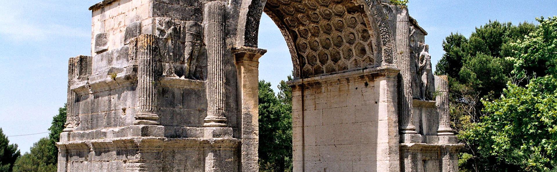 Découverte du Site Archéologique de Glanum et séjour à Saint-Rémy-de-Provence