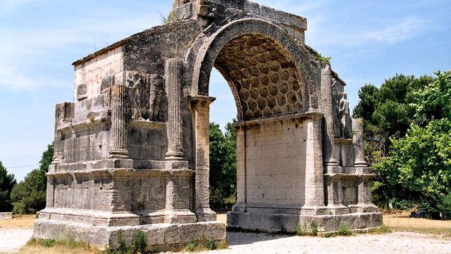 Descubre el yacimiento arqueológico de Glanum y disfruta de una estancia en Saint-Rémy-de-Provence