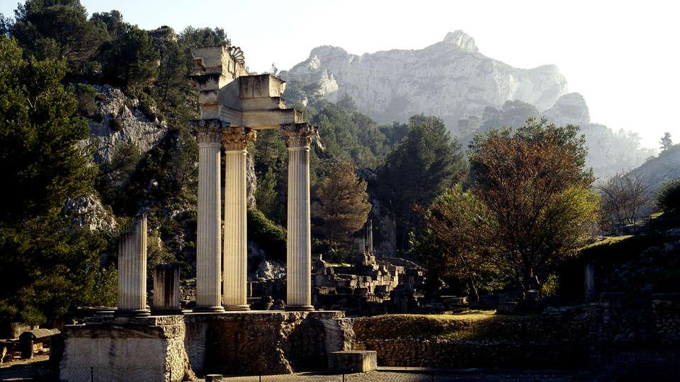 Hôtel Le Vallon de Valrugues et Spa - EDIT_Site-archeologique-de-Glanum.jpg