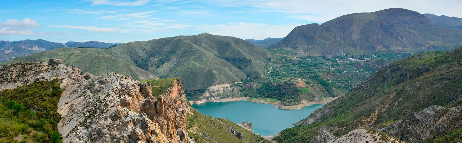 Escapada rural con desayuno y botella de vino en La Alpujarra