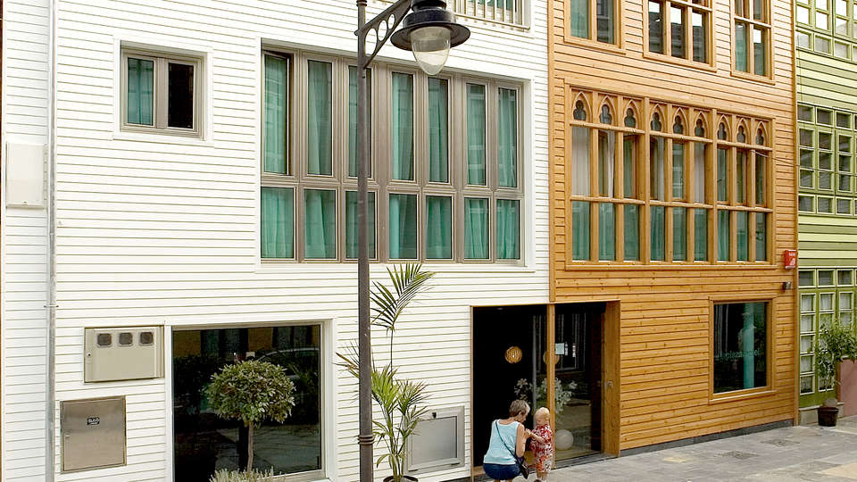 Hotel La Plaza II - Edit_Front2.jpg
