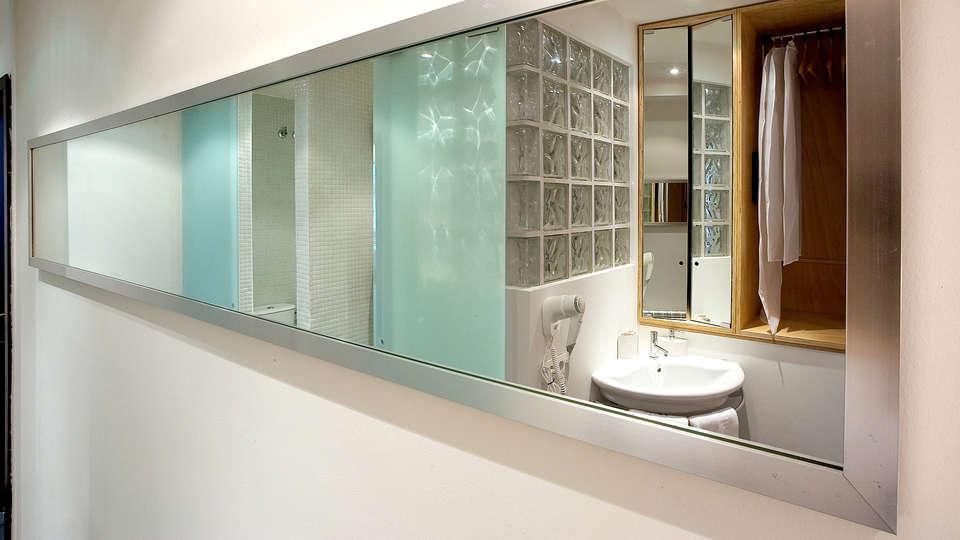 Hotel La Plaza II - Edit_Bathroom.jpg