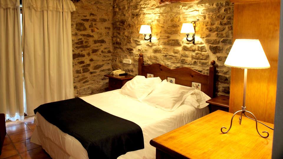 Hotel La Vega - Edit_Room3.jpg