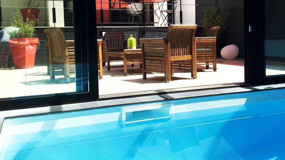 Le Cornouaille Hôtel - Edit_Pool.jpg