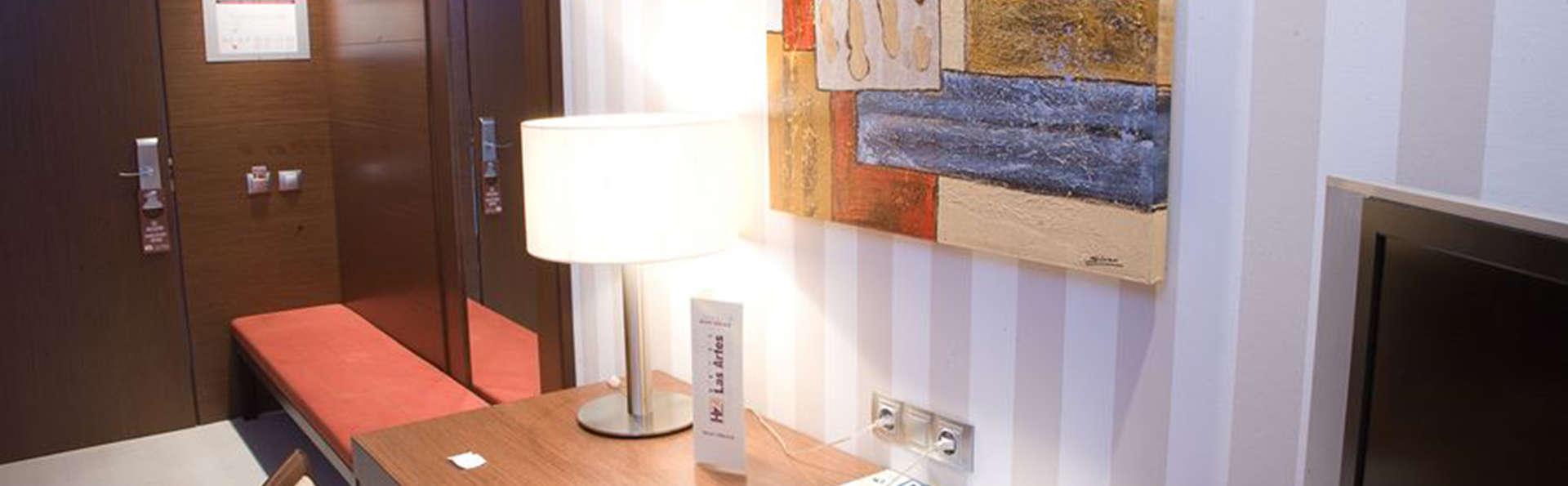 Hotel Las Artes - EDIT_room2.jpg