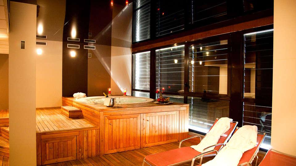 Hotel Las Artes - EDIT_jacuzzi4.jpg