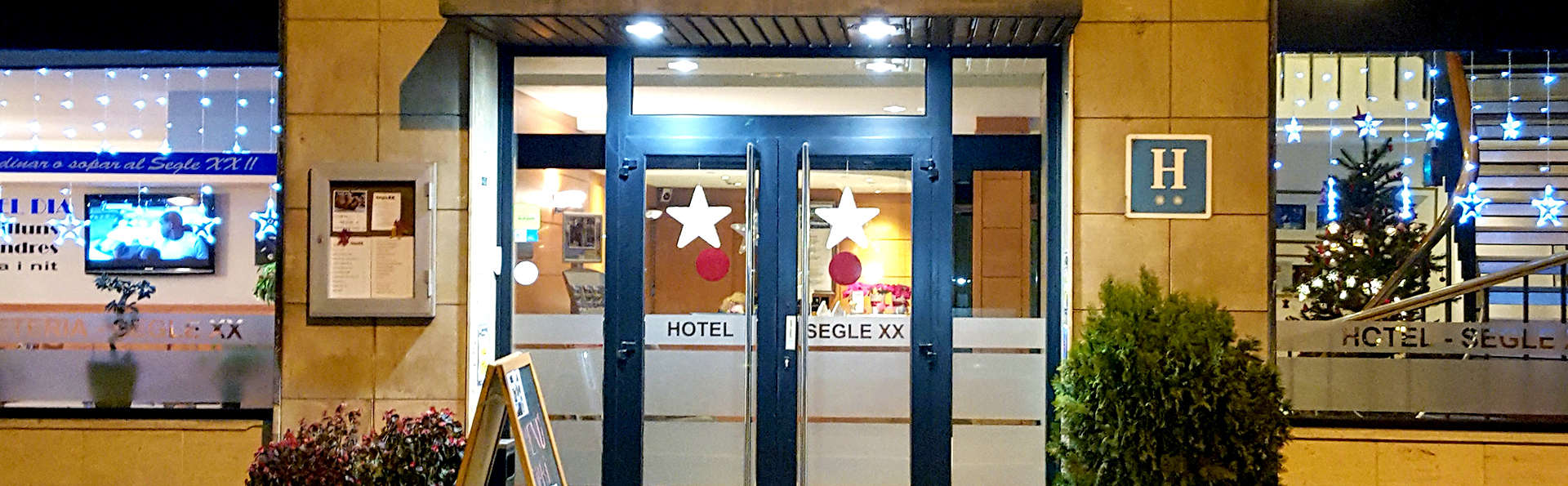 Hotel Segle XX - Edit_Front.jpg