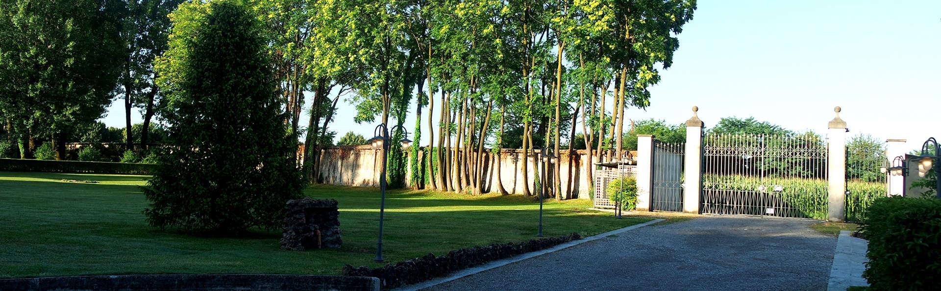 Country Hotel Villa Castelbarco - Edit_Entrance.jpg