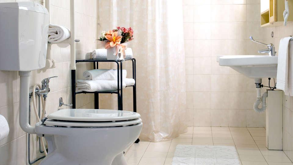 Agriturismo Il Piastrino - Edit_Bathroom.jpg