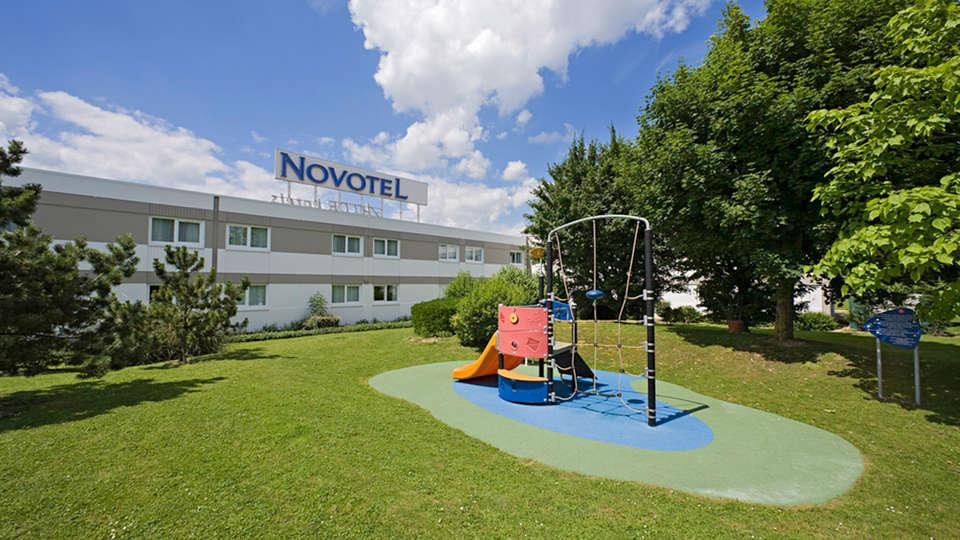 Novotel Amiens Pole Jules Verne - EDIT_garden.jpg