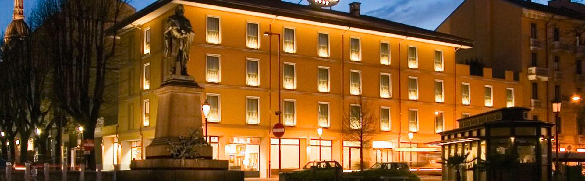 Hotel Cavour - EDIT_front1.jpg