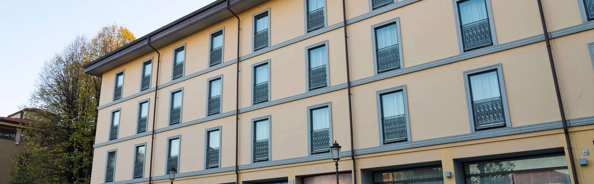 Hotel Cavour - EDIT_front.jpg