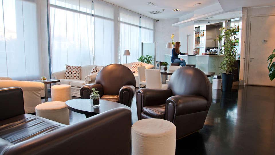 Hotel Cavour - EDIT_lobby__.jpg