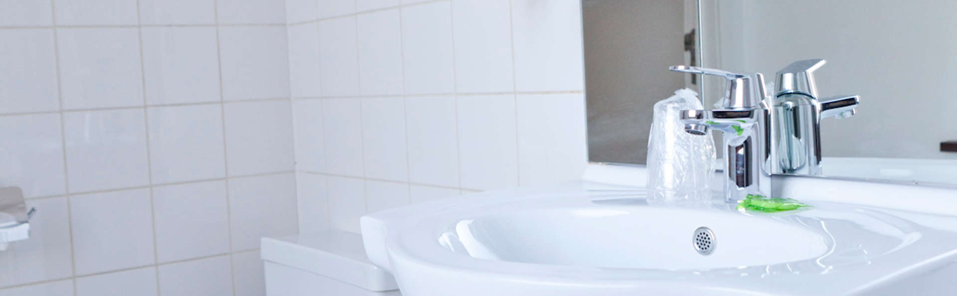 Hotel Siru - EDIT_bath1.jpg
