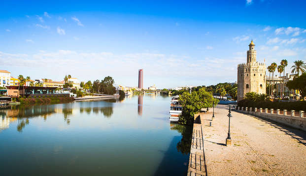Romanticismo en Sevilla con crucero por el Guadalquivir y bañera de hidromasaje en la habitación