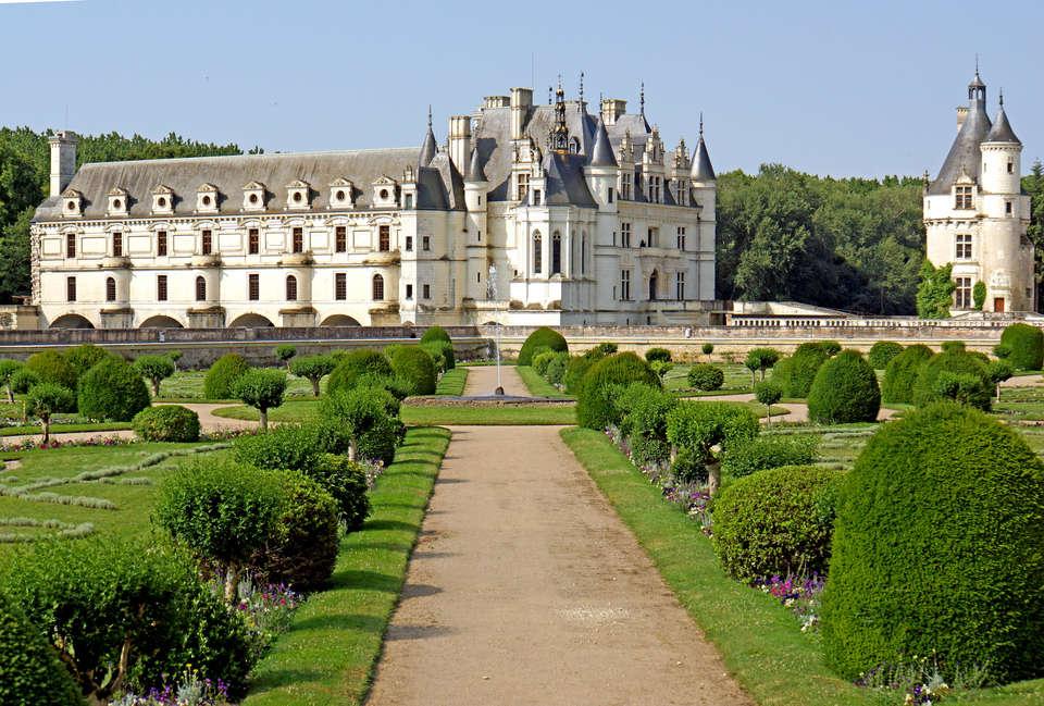 Hôtel Oceania l'Univers Tours - France-001649_-_Diane_s_Garden___Chateau_de_Chenonceau__15455241536_.jpg