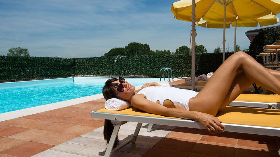 Hotel Il Castelletto - EDIT_pool2.jpg