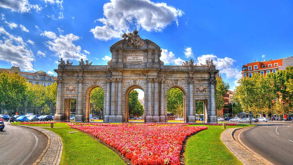 H10 Puerta de Alcalá - EDIT_MADRID-BUSVISION4.jpg