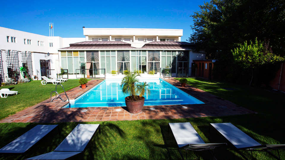 Hotel Oasis - EDIT_pool1.jpg