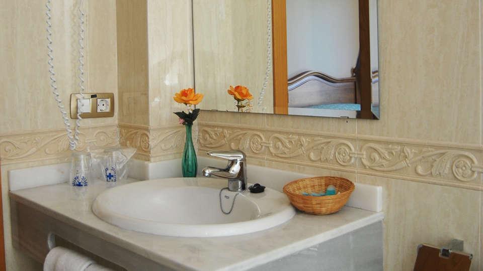 Hotel Sancho III - EDIT_bath.jpg