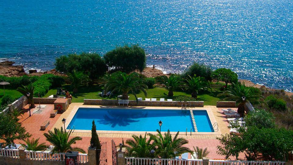 Hotel Sancho III - EDIT_pool.jpg