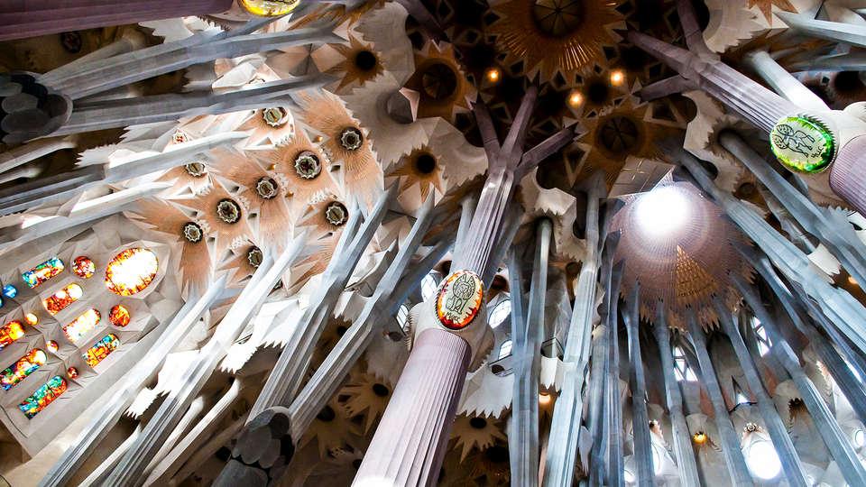 Week end barcelone avec 1 billet coupe file pour la sagrada familia pour 2 adultes partir de 175 - Sagrada familia billet coupe file ...