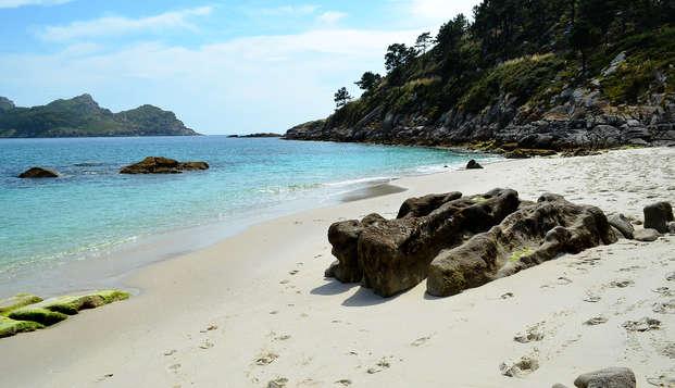 Escapada con crucero a las Islas Cíes y botella de cava en Vigo