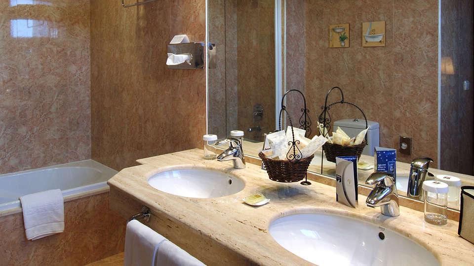 Hotel Vincci Ciudad de Salamanca - EDIT_bath.jpg