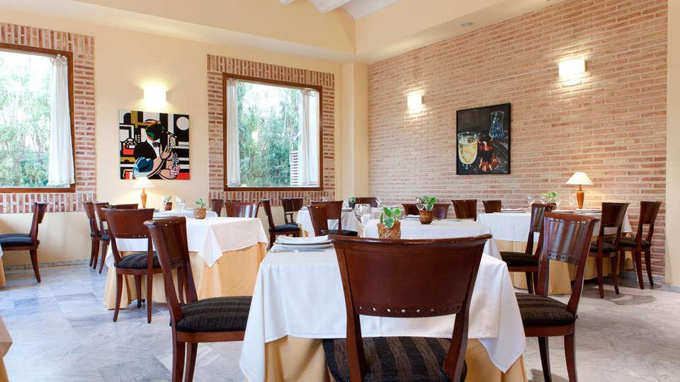 Hotel Ad Hoc Parque Golf - EDIT_restaurant2.jpg
