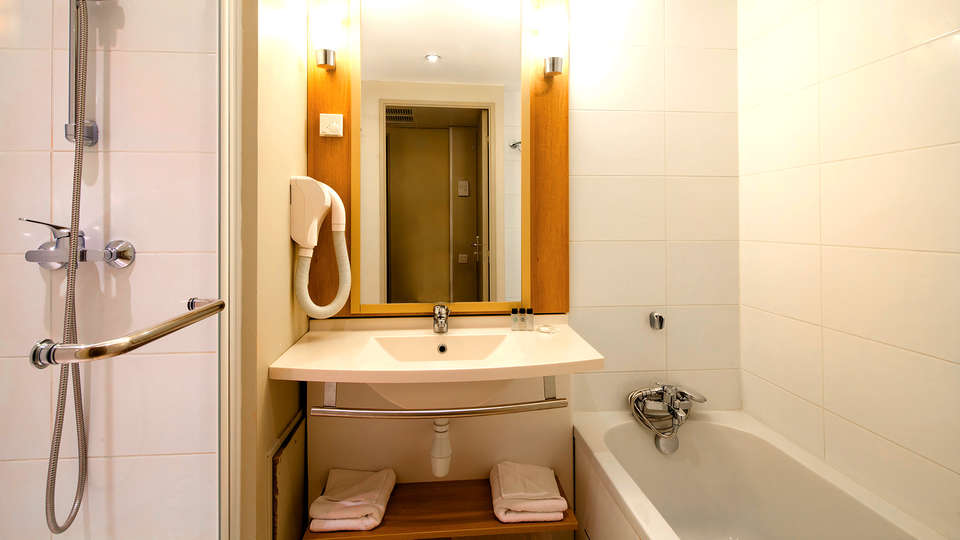 Appart'City Confort Marne La Vallée Val d'Europe  - Edit_Bathroom2.jpg