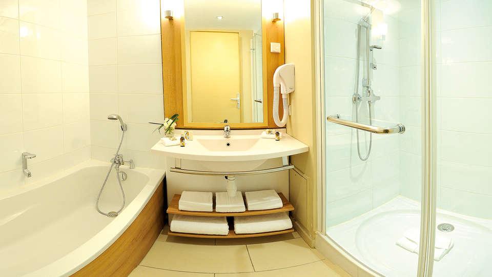 Appart'City Confort Marne La Vallée Val d'Europe  - Edit_bathroom.jpg