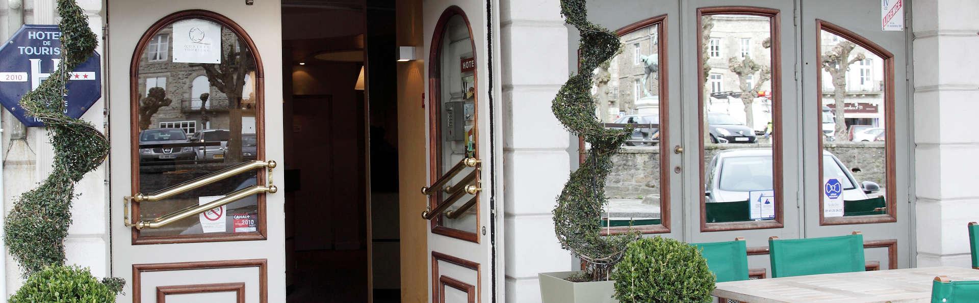Hôtel Le Challonge - EDIT_entry.jpg