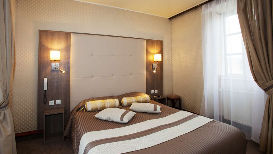 Hôtel Le Challonge - EDIT_room.jpg