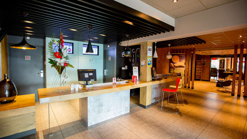 Ibis Cherbourg La Glacerie - EDIT_NEW_reception.jpg