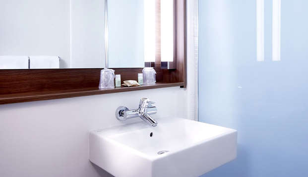 Hotel-Restaurant Campanile Clermont Ferrand Nord - Bathroom