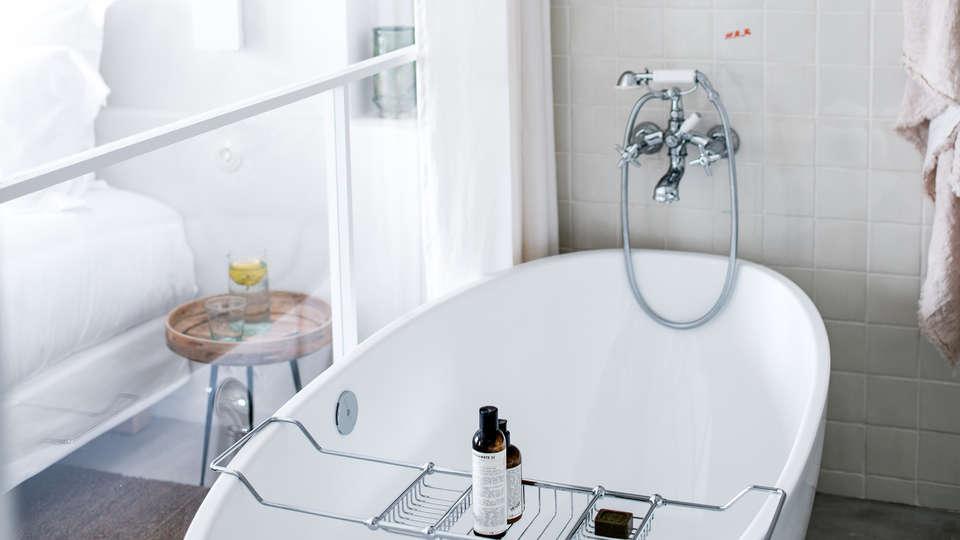 Hôtel Les Roches Rouges - EDIT_NEW_bath4.jpg