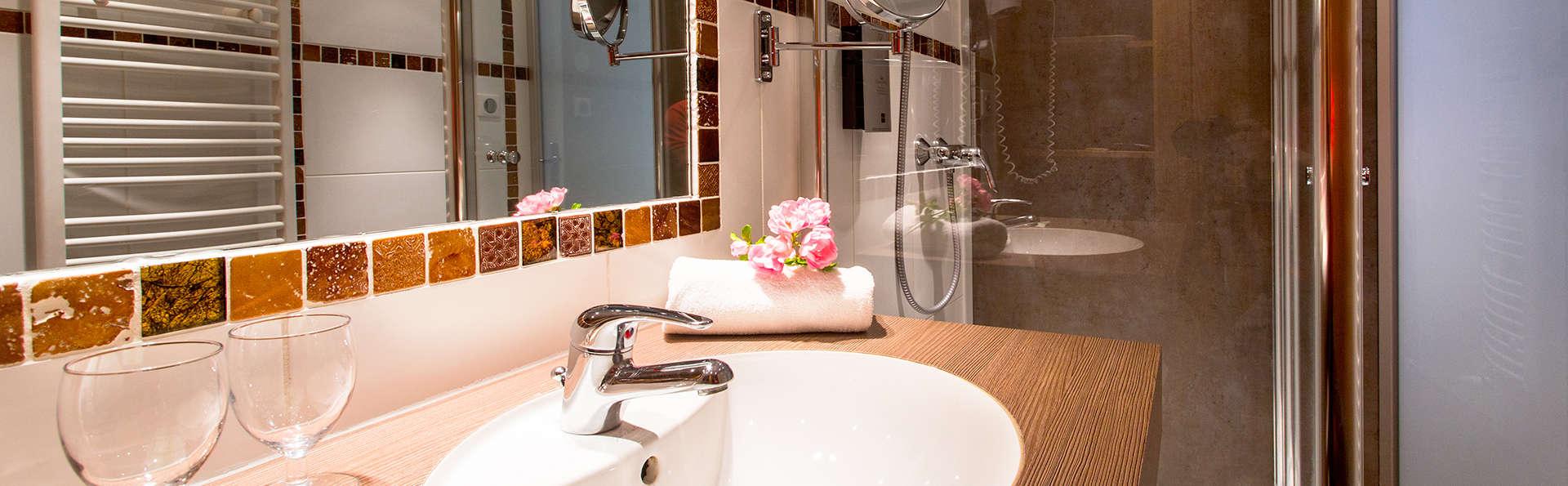 Hôtel Les Peupliers - Edit_Bathroom.jpg