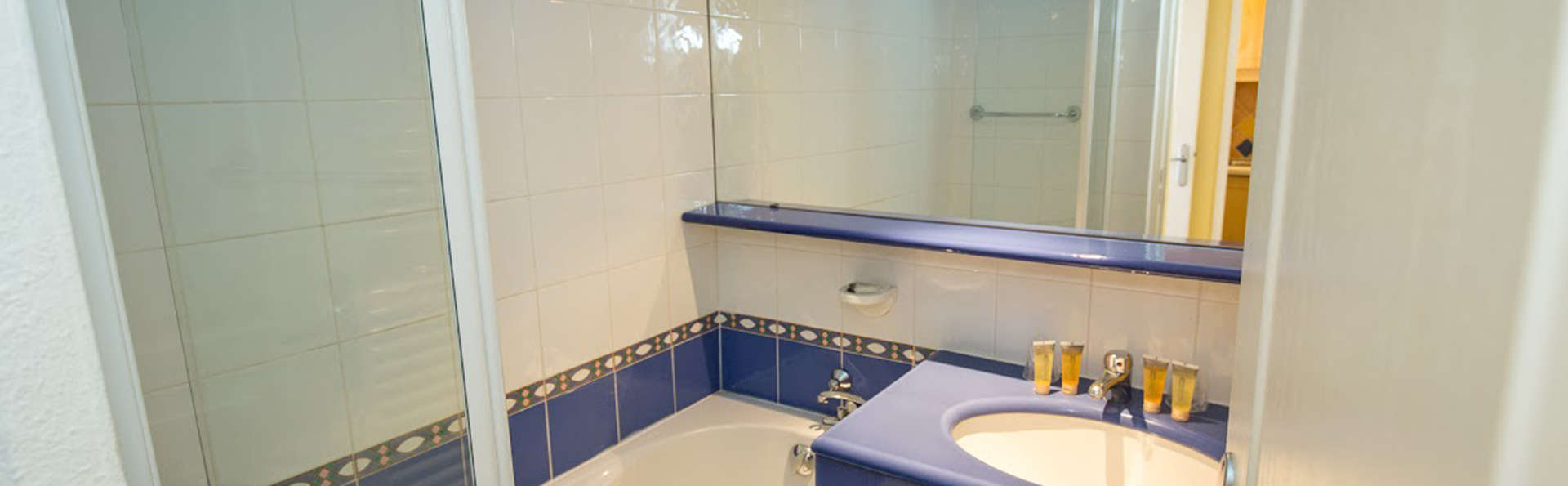 Hôtel Soleil de Saint Tropez - EDIT_bath.jpg