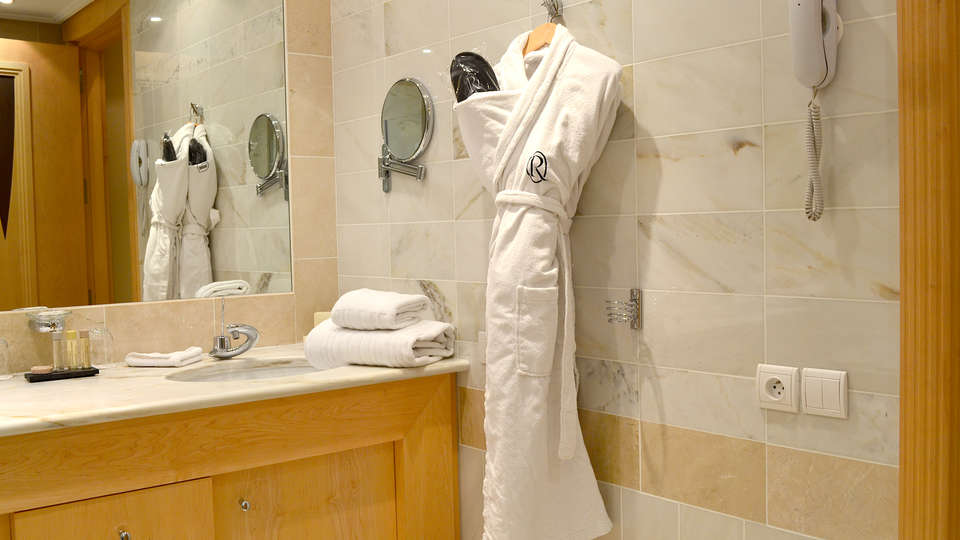 Hôtel & Spa Le Pavillon  - Edit_Bathroom2.jpg