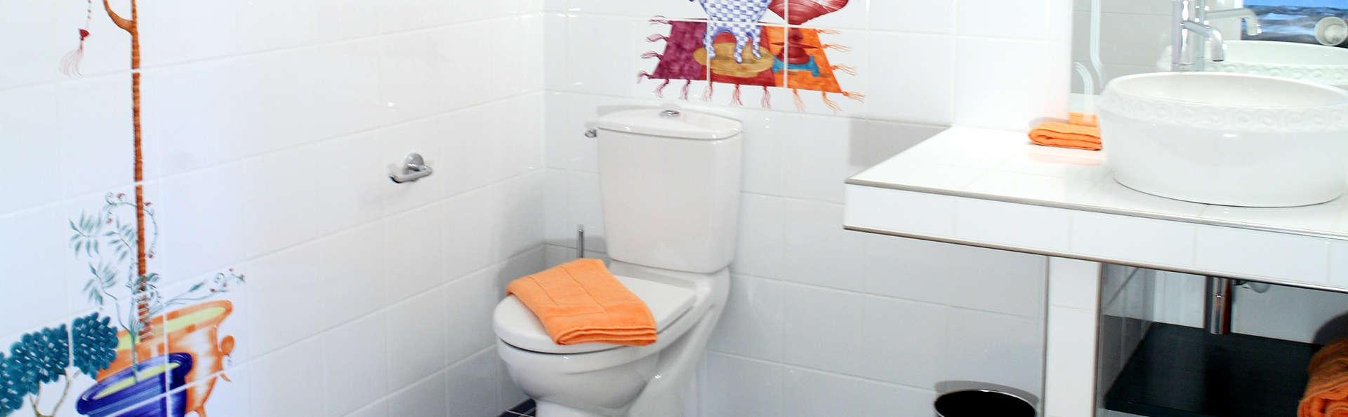 Le Relais Louis XI - Edit_Bathroom4.jpg