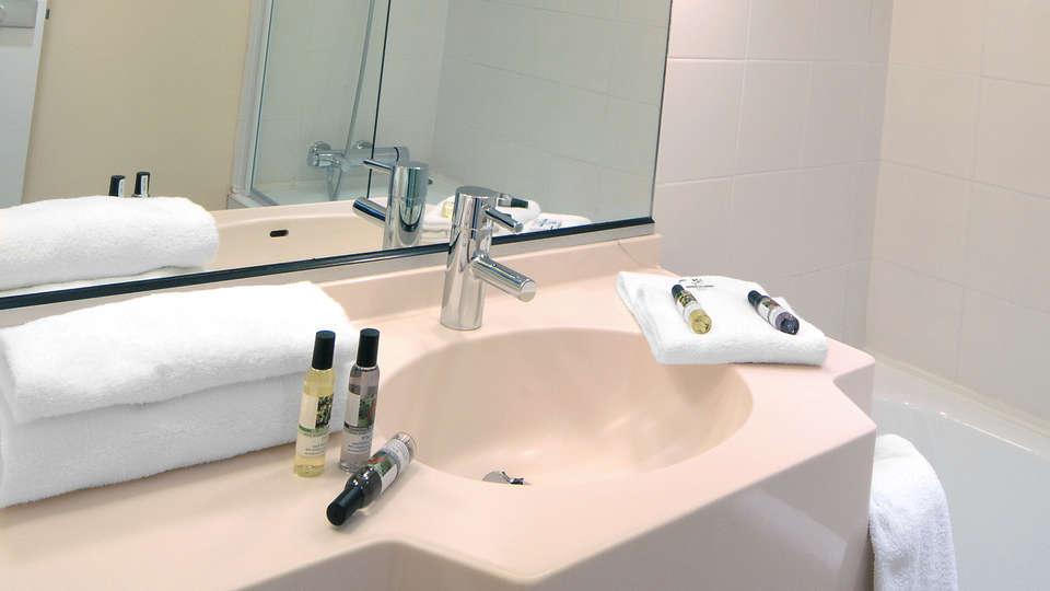 Mercure Antibes Sophia Antipolis - EDIT_bath.jpg