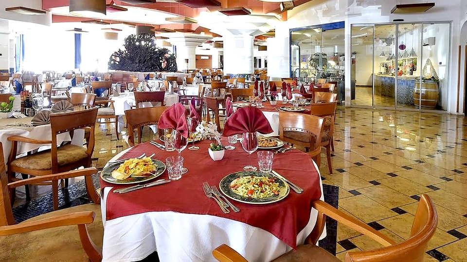 Hotel Antares - Edit_Restaurant.jpg