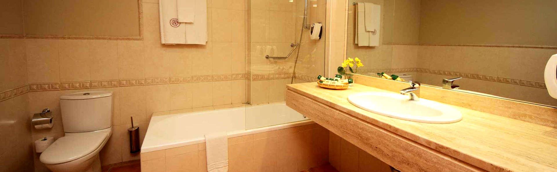 Hotel Château Viñasoro - Edit_Bathroom2.jpg